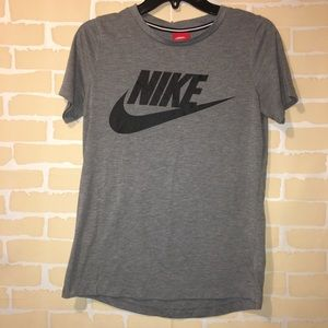 Women's gray Nike shirt sleeve tee small
